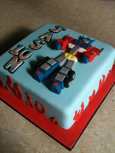 Transformers Cake Decorations Uk : Pin Transformers Optimus Prime Personalised Edible Icing ...